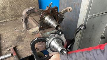 Диагностика и ремонт подвески. Замена передней цапфы Toyota Land Cruiser.