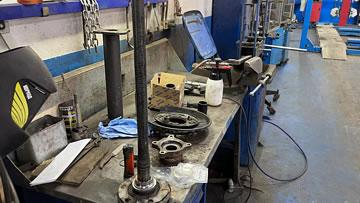 Диагностика и ремонт подвески. Замена подшипника задней ступицы.
